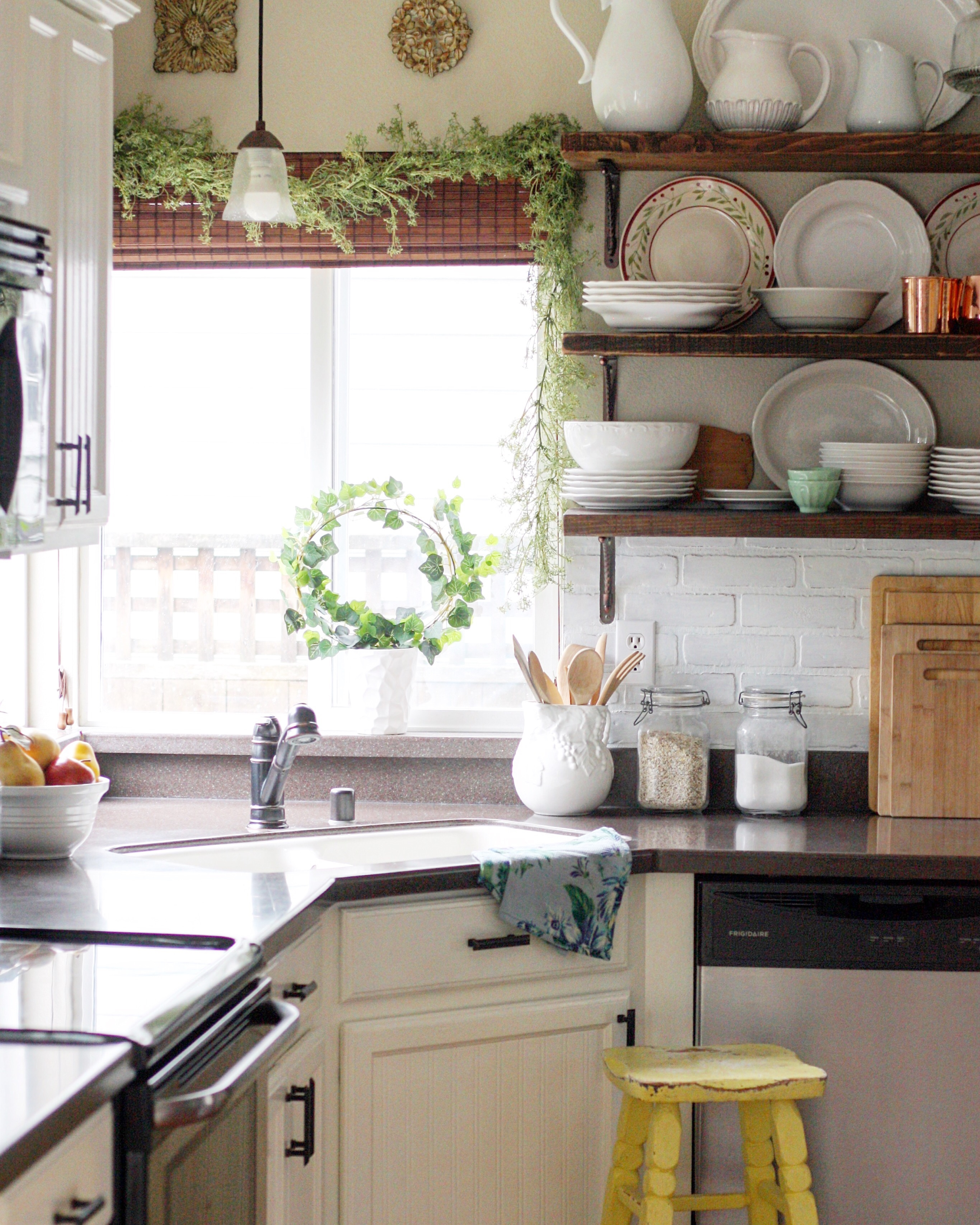 Simple DIY Ideas to Maximize Space and Style in our Small Kitchen ...